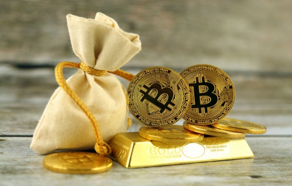 THE APPARENT CORRELATION BETWEEN BITCOIN AND GOLD