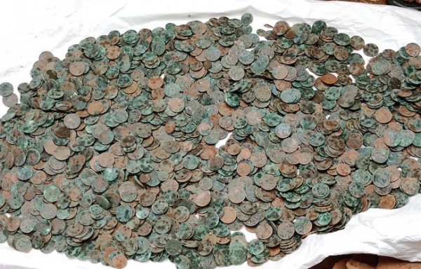 RS 6 CRORE LOTTERY WINNER TAPIOCA FARMER UNEARTHS POT OF 2595 ANTIQUE COINS